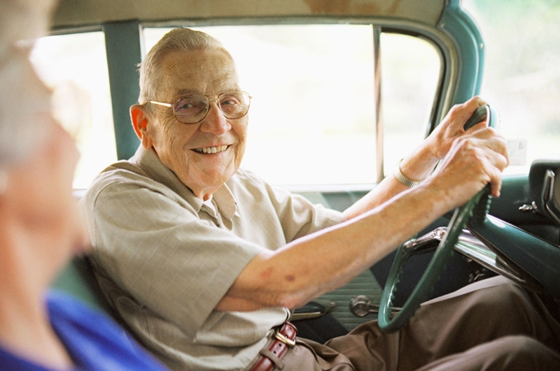 senior citizen driving Thesis senior citizen are unsafe drivers, cause a threat to themselves and others, and should be required to complete a series of tests.